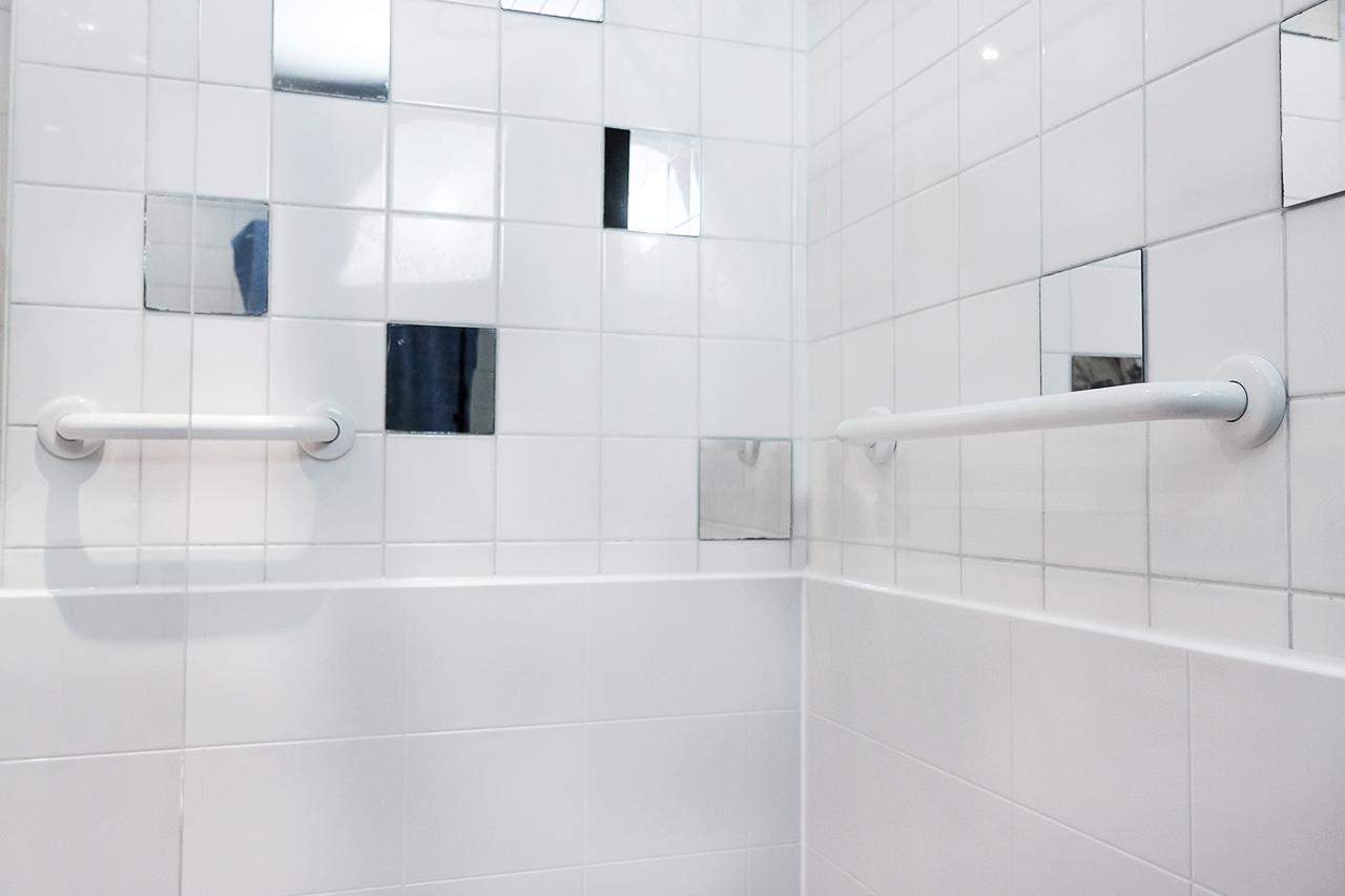 douche senior s curis e installation rapide et devis gratuit. Black Bedroom Furniture Sets. Home Design Ideas